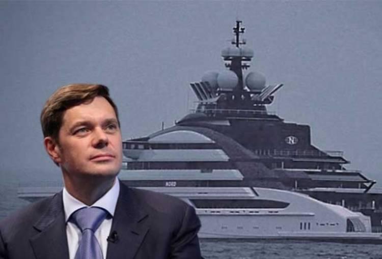 TUI: megaiots de luxe vs acomiadaments